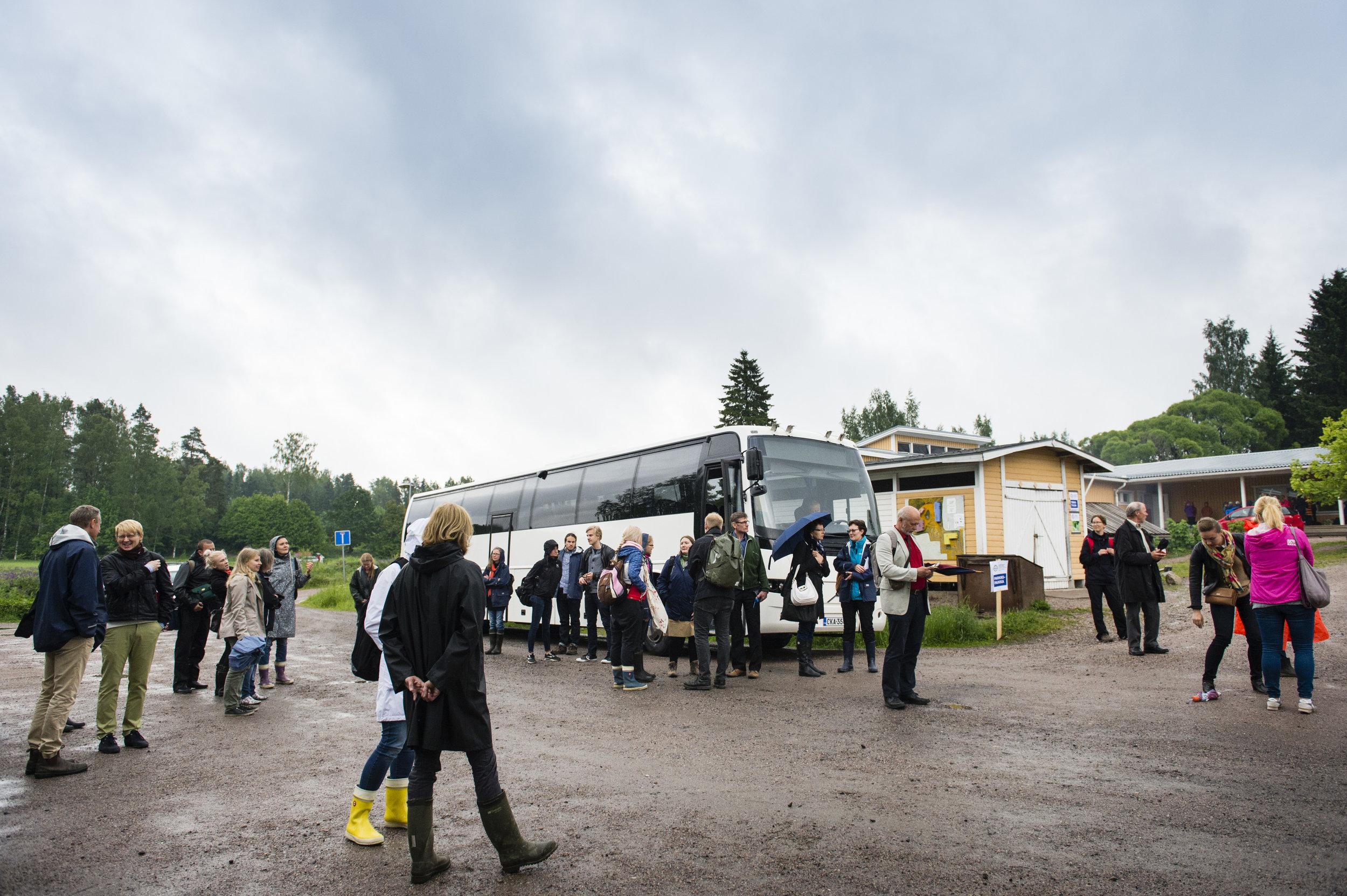 Linja-autolla kuljetettiin tapahtuman osallistujat tutustumaan Kaupunkilaisten omaan peltoon. Vieraita oli mm. Maa- ja metsätalousministeriöstä, Mtk:stä, Maaseutuvirastosta, Vantaan kaupungilta virkamiehiä ja politikkoja, Lilinkotisäätiöstä, Baltic Sea Action Groupista, Apetit yrityksestä.