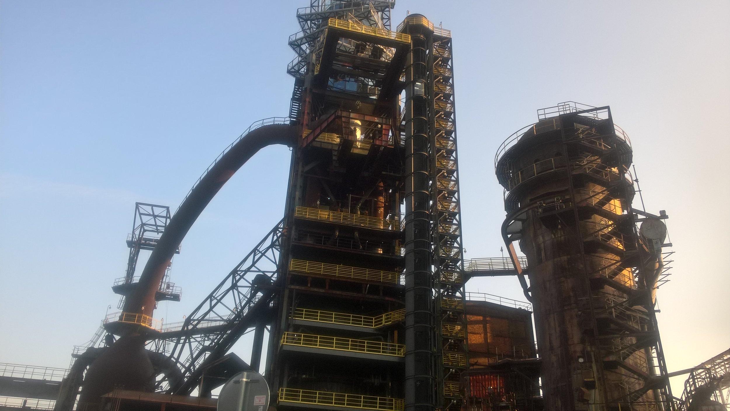 Ostravan tapaaminen järjestettiin valtavan suurella sekä taiteellisella terästehtaan alueella