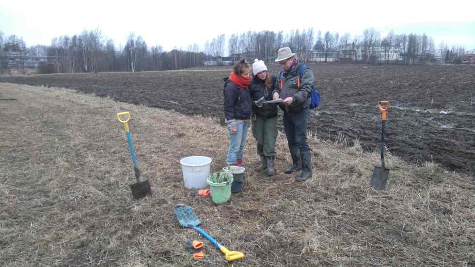 Kuva: Orest Lazepka; Maa-analyysien ottoa Longinojan uudella peltolohkolla