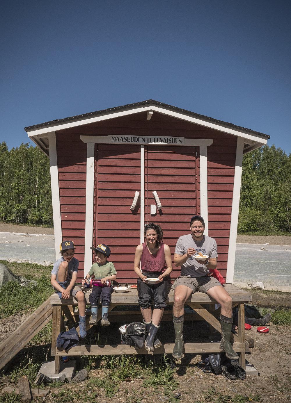 Kun Kaupunkilaisten oman pellon satokausi loppuu marraskuussa, herttoniemeläinen kahden lapsen äiti ja ruokatalouden tutkija Galina Kallio hämmentyy. -