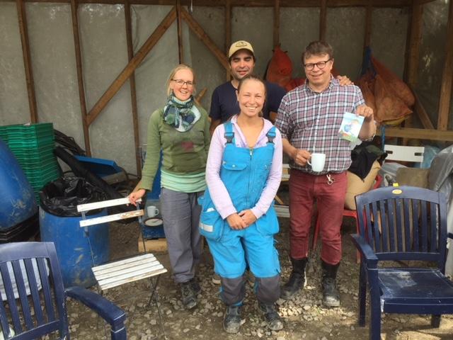Pellon 2018 työntekijät toivottavat kaikki tervetulleiksi auttamaan peltoa elokuussa