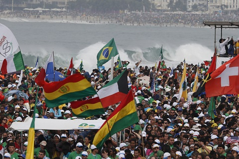 Pilgrims pack Copacabana beach for closing Mass of World Youth Day