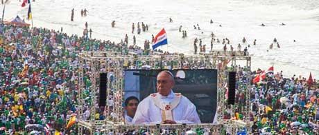 Pilgrims-watch-Pope-Franc-008.jpg