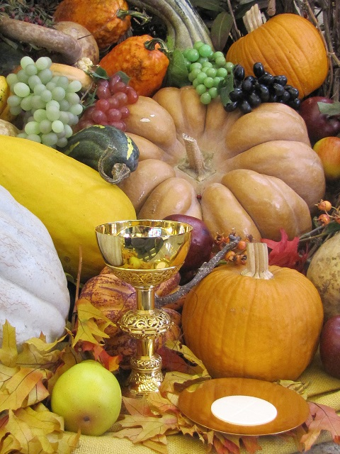 CHALICE AND HOST SEEN IN THANKSGIVING DISPLAY AT NEBRASKA PARISH