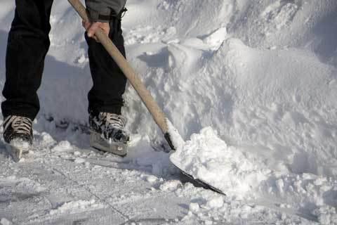 snow-shovel-100208-02