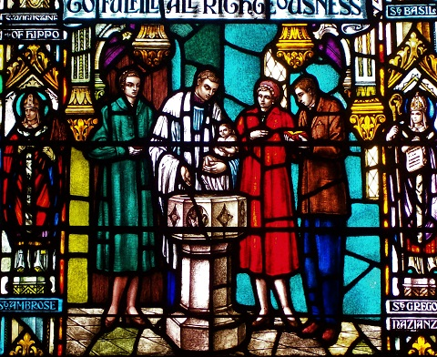 Stained_glass_window_depicting_Episcopal_baptism