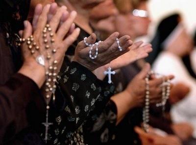 Iraqi_Christians_Pray_Rosary