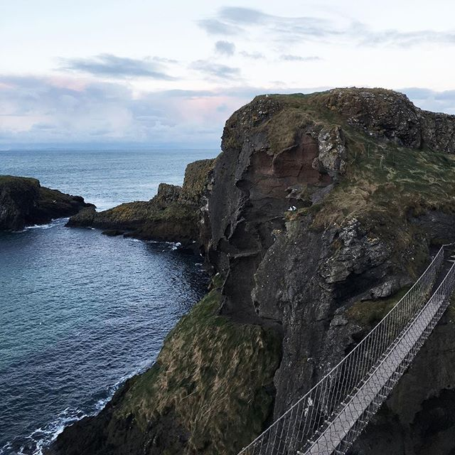 Despite high expectations the Causeway Coastal Route exceeded them. Can't wait to get back to NI so I can correct my rookie error of not checking the opening times for the Carrick-a-Rede rope bridge! More of my NI faves now on the blog, link in bio.  #lozidaze #northernireland #carrickarede #causewaycoastalroute #discoverni