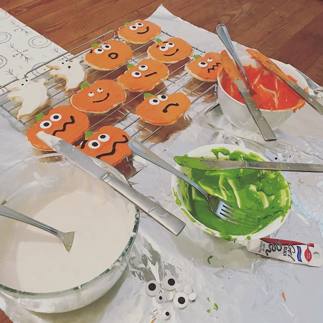 #bettycrocker ain't got nothing on this situation! Hire @whitepaul3 for all your decorating needs. #halloween #baking