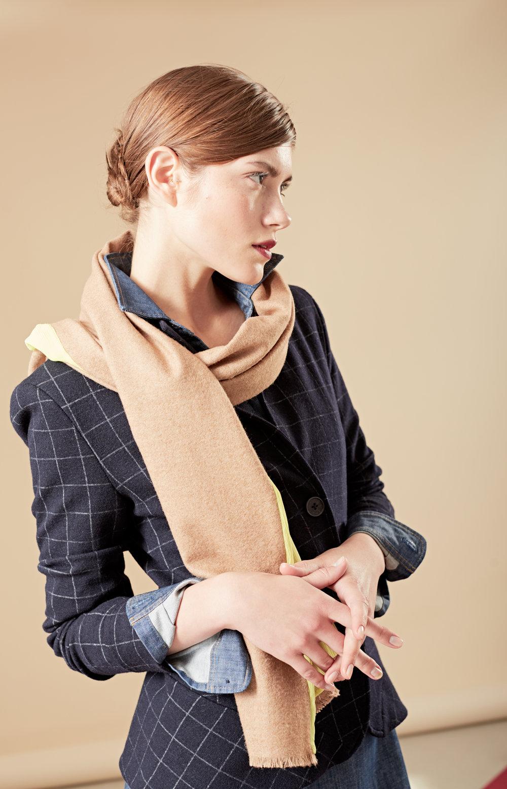 Taillierter Blazer mit Schal