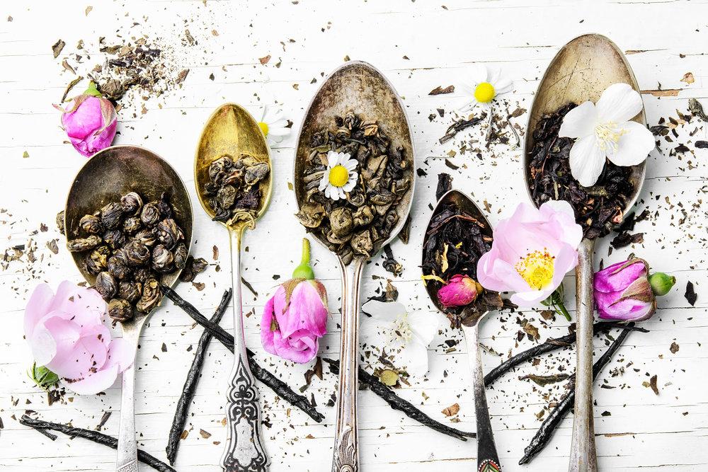 tea-spoons-with-tea-leaves-PXEJ5LV.jpg
