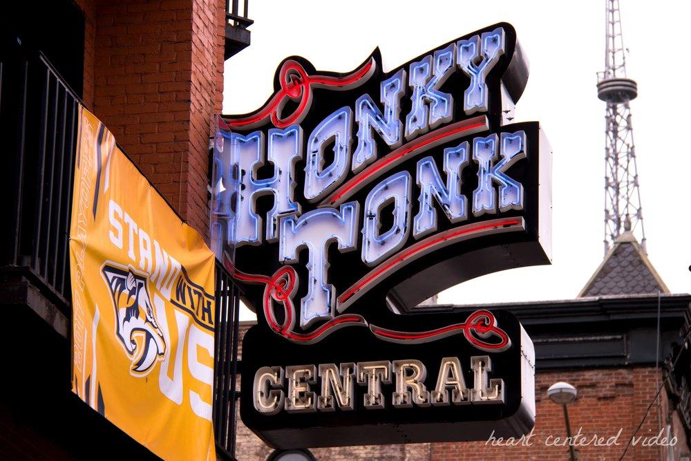 nashville tennessee broadway honky tonk
