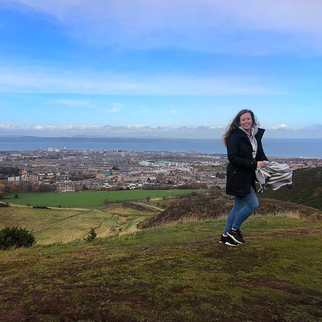 Please give me mountains, pubs, fish&chips, beer and wiskey again! ⛰ #edinburgh #scotland #arthursseat #mountain #hike #nature #travel #travelfreckles #citytrip