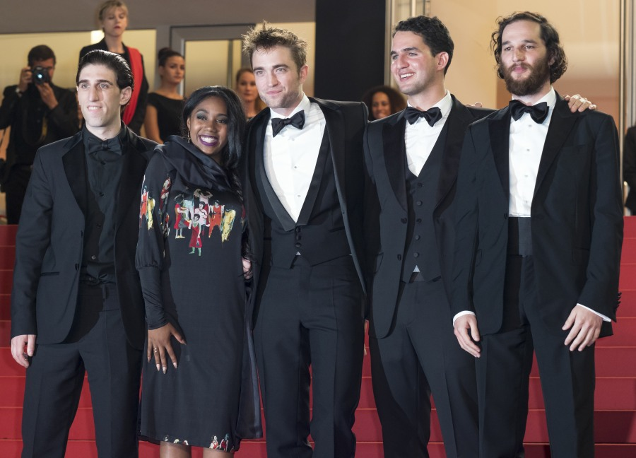 The cast at the 2017 Cannes Film Festival. Left to right: Buddy Duress, Taliah Webster, Robert Pattinson, Benny Safdie, Josh Safdie