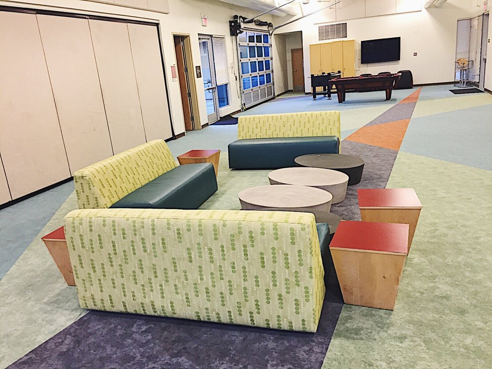 coucheS (recreation center)