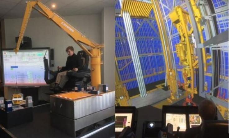 Bild 5. Delegationen fick provköra avancerade simulatorer på NOV. Miia-Liina Tommila (t.h) styr med hög precision kranen på oljeriggen.