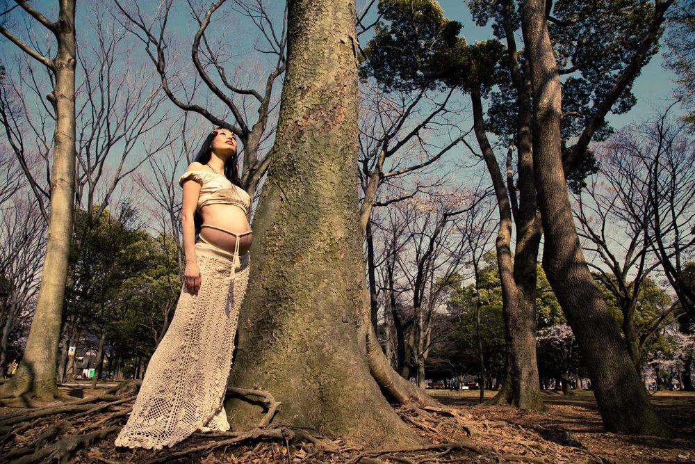 Tokyo outdoor maternity shoot