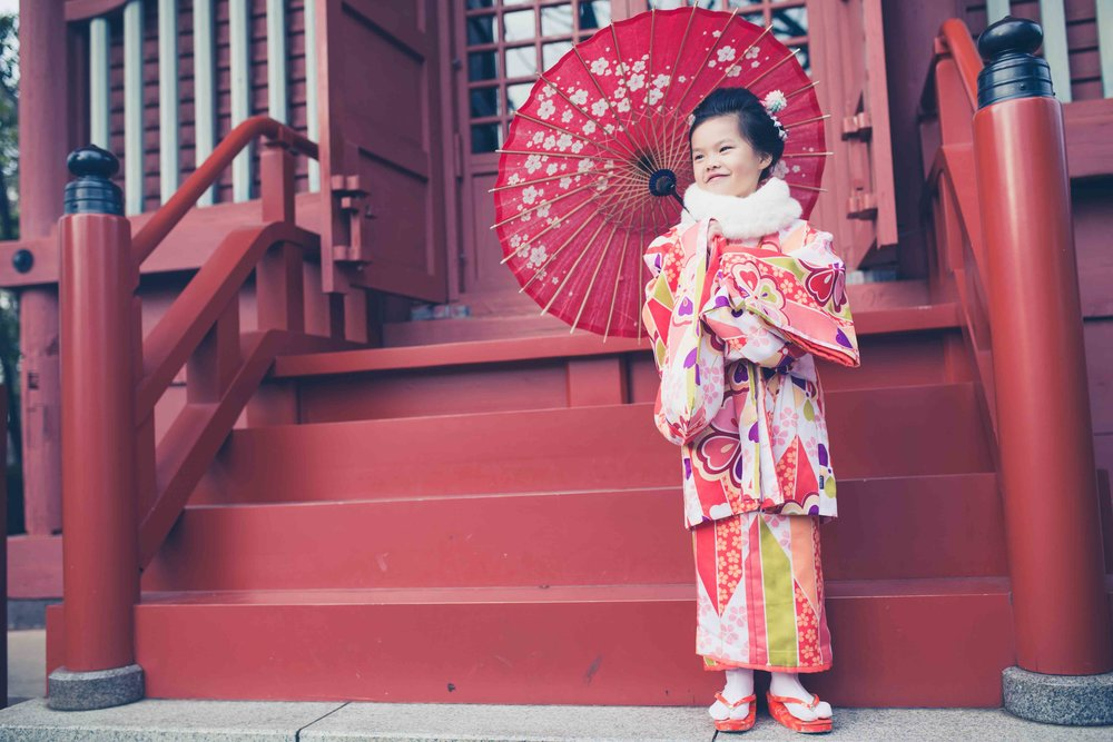 Tokyo kids and family portrait photography: locations shoots at temples and shrines