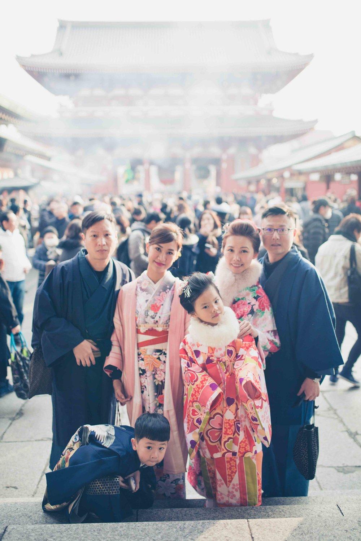 Tokyo family portrait photographyat temple and shrine