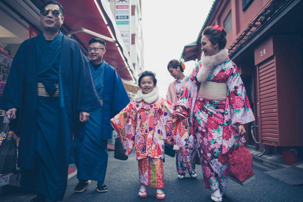 Asakusa temple (Sensoji), Tokyo - Family photography