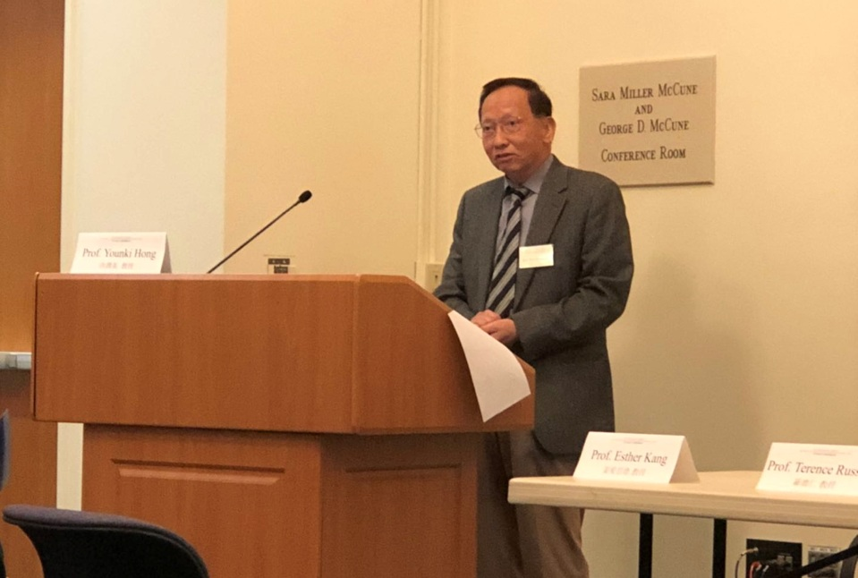 """Kuo-Ch'ing Tu making the opening remarks at the """"World Literatures in Chinese"""" conference at UC Santa Barbara earlier this year."""