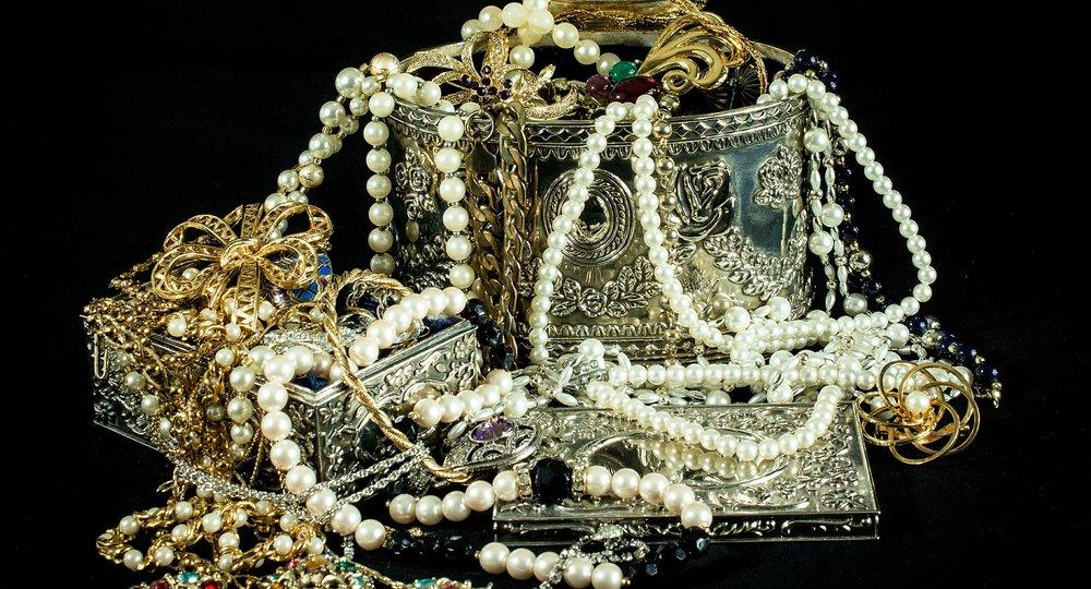 Gold und Silber bringen keine Rendite, wenn man sie aufbewahrt. Sie können jedoch Kapital im Ernstfall sichern
