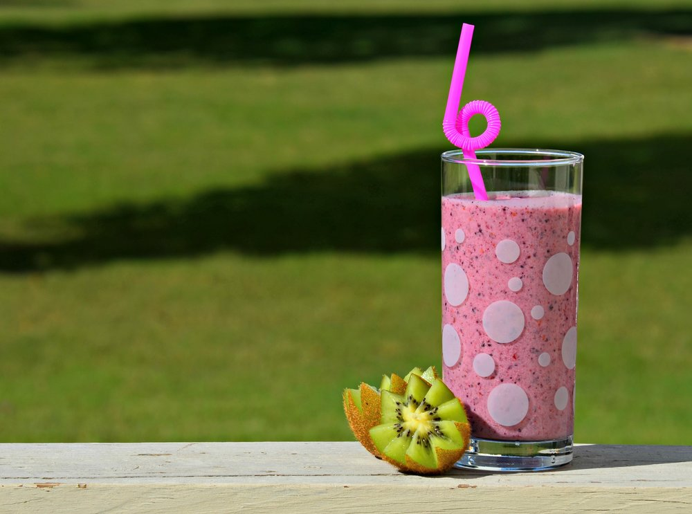 essential oil drinking smoothies wellness
