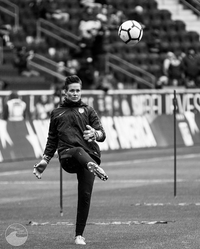 Eyes on the prize @ashlynharris24  #ussoccer #shebelieves #uswnt #nwsl #backlinesoccer #canon #sportsphotography #soccer #football #peakdesign