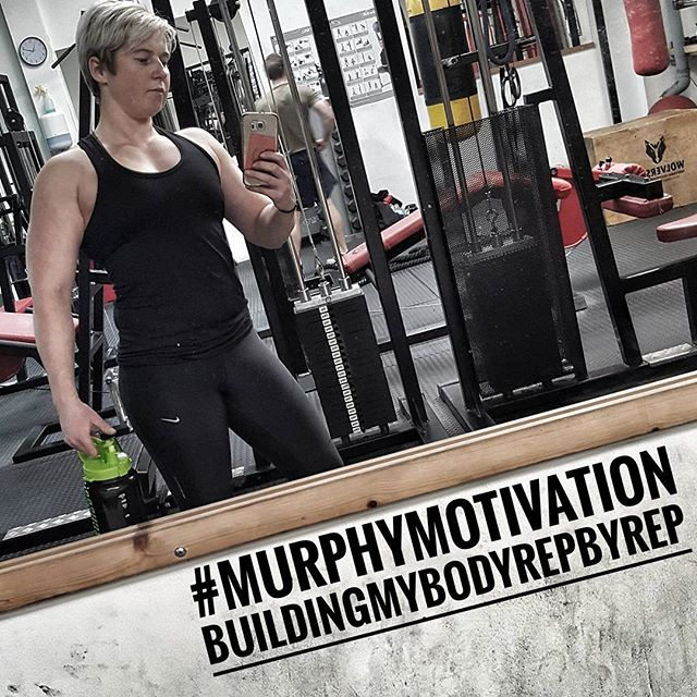 What's your motivation? ME -VS- ME #MurphyMotivation week 2 of chest programme done✅ growing these bad boys 🍳🍳 😂 chest day baby!!! Summer bodies are made in the winter💪🔥🔥🔥#Buildingmybodyrepbyrep #NoExcuses . www.adelmurphypt.com . . . . . . . . .#BeAccountable #goals #powerlifting #GirlsWhoLift #chestday #fit #fitness #model #musclemodel #TrustTheProcess  #personaltrainer #kent #herbalife #nutrition #athlete #adelsroadtostage #ConsistancyIsKey