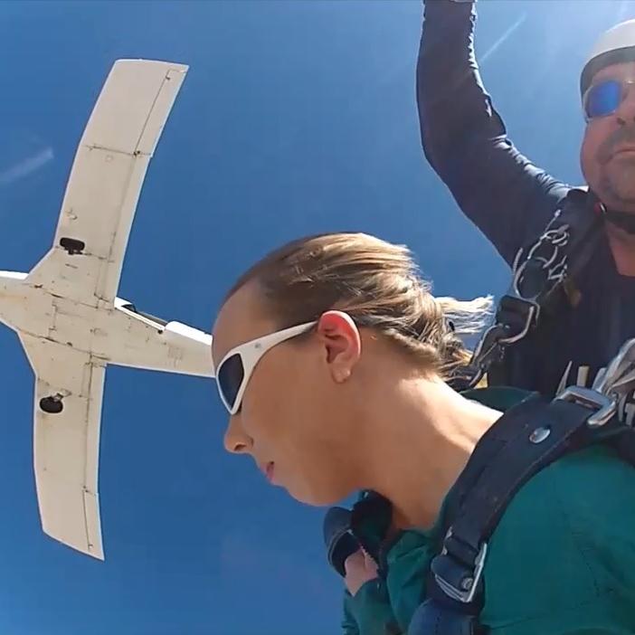 sian-victoria-extreme-tandem-skydive-las-vegas-travel-blogger.jpg