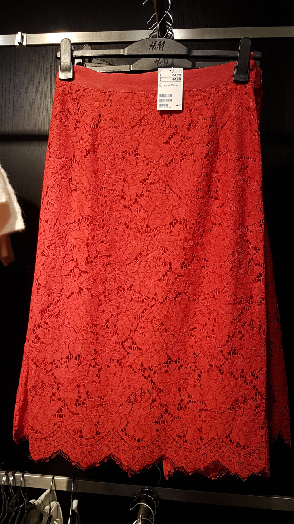 Sian-victoria-red-lace-skirt-fashion-blog.jpg