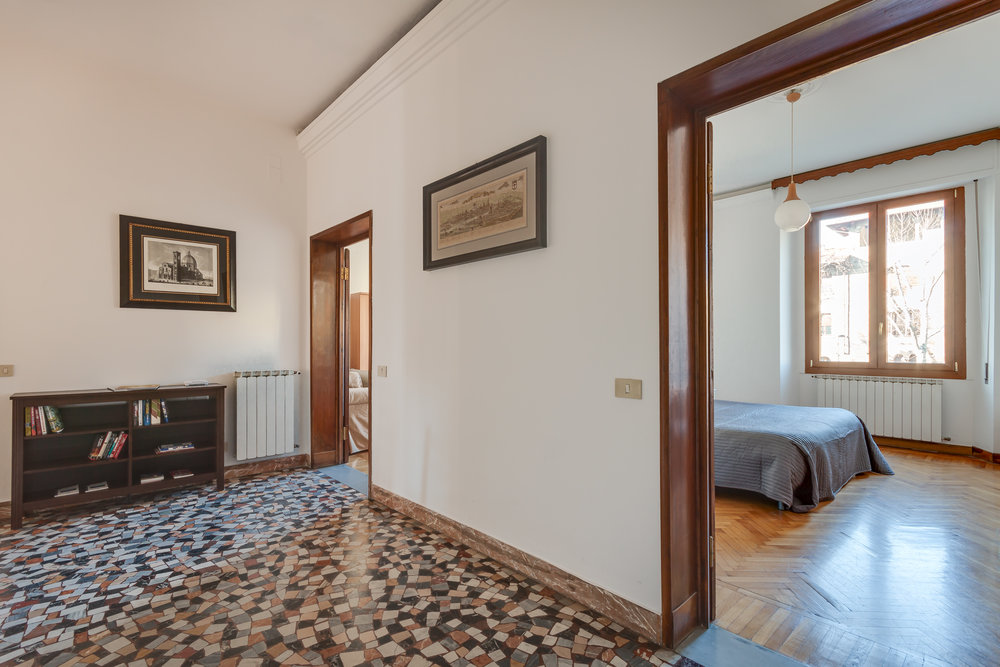 Two double bedroom apartment with lift and garage in Florence centre