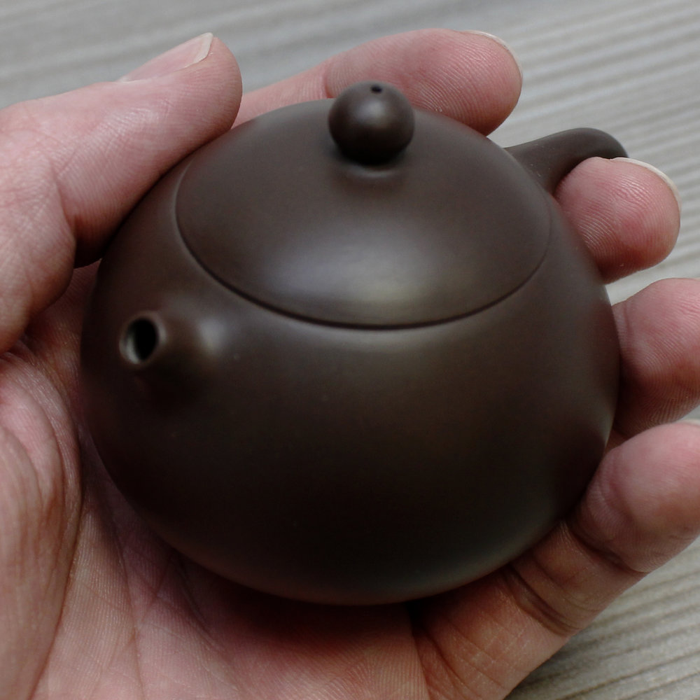 petite-purple-clay-pocket-teapot-taiwan.jpg