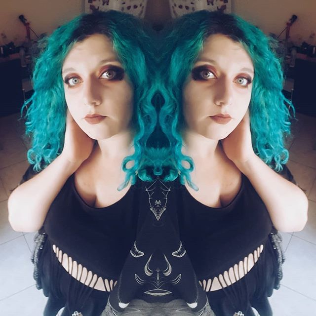 "🎶""People want to talk about the future Don't want to linger on the past Just want to reach to the real you inside""🎶 🌅🌅🌅🌅🌅🌅🌅🌅🌅🌅 #gothgirl #summeringoth #summergoth #killstar #zodiac #bluehair #curlyhair #mermaidhair #alternativefashion #summer #rockfestival #allblack #gothmakeup #pale #gothicc #summertime #altgirl #alternativegirl #gothmakeup #katvond"