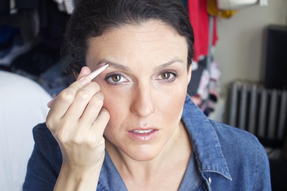 tweezing-eyebrows-jpg.jpg