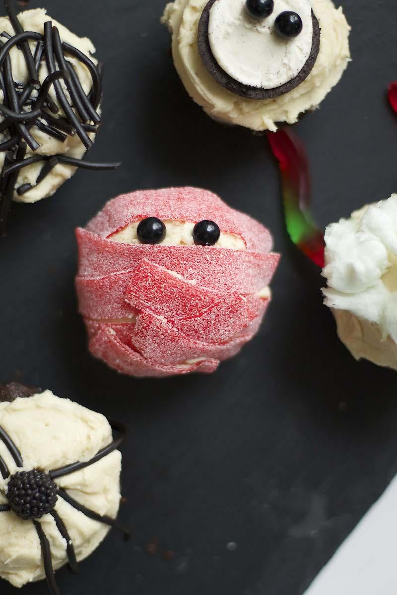 Bloody-mummy-cupcake.jpg