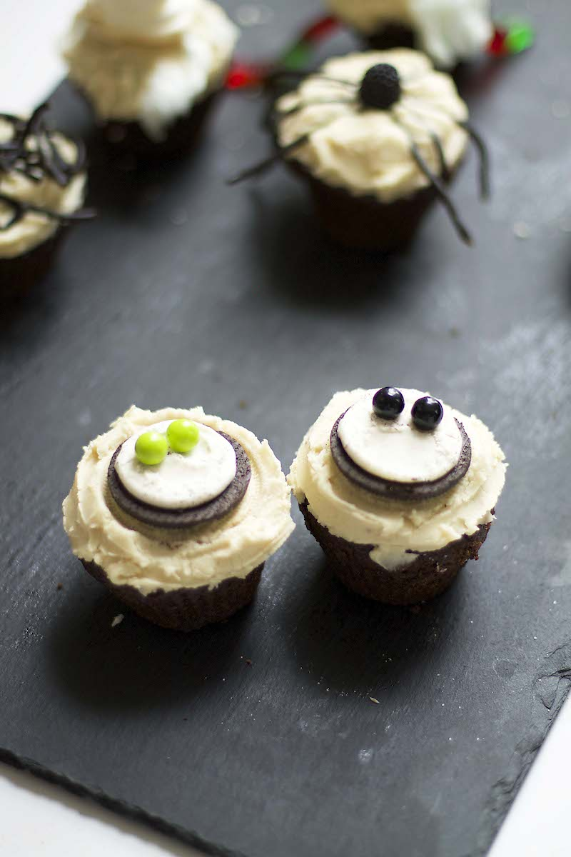 Creepy-eyes-cupcakes.jpg
