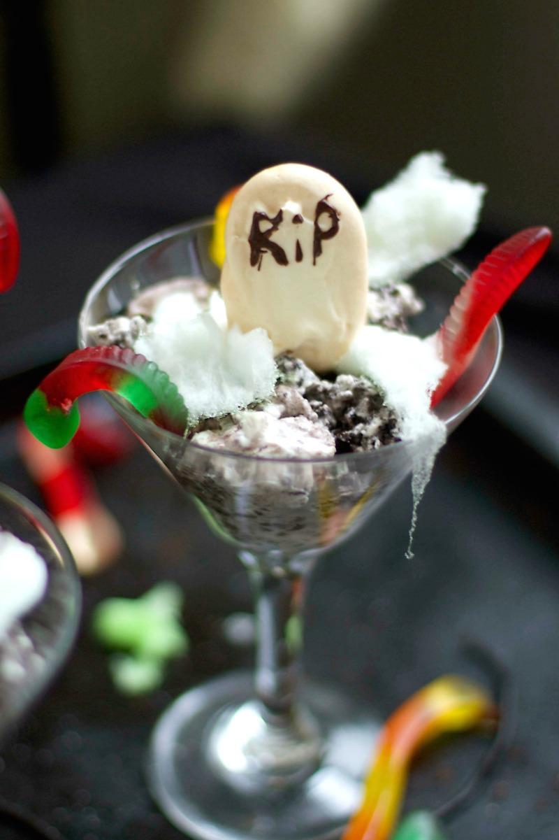 Halloween-Dirt-Cake.jpg