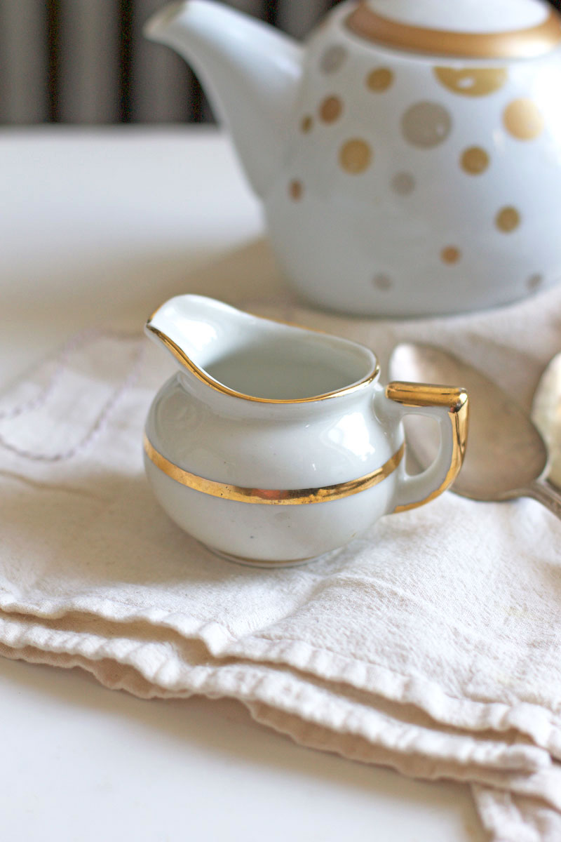 gold-and-white-tea-set.jpg