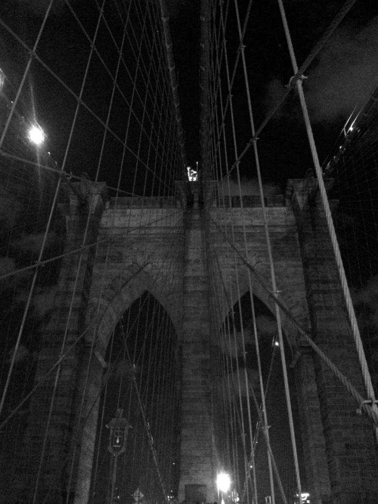 Brooklyn-Bridge-at-night.jpg