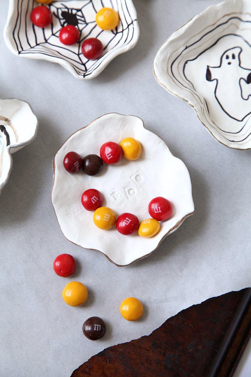 DIY-halloween-candy-bowls-1.jpg