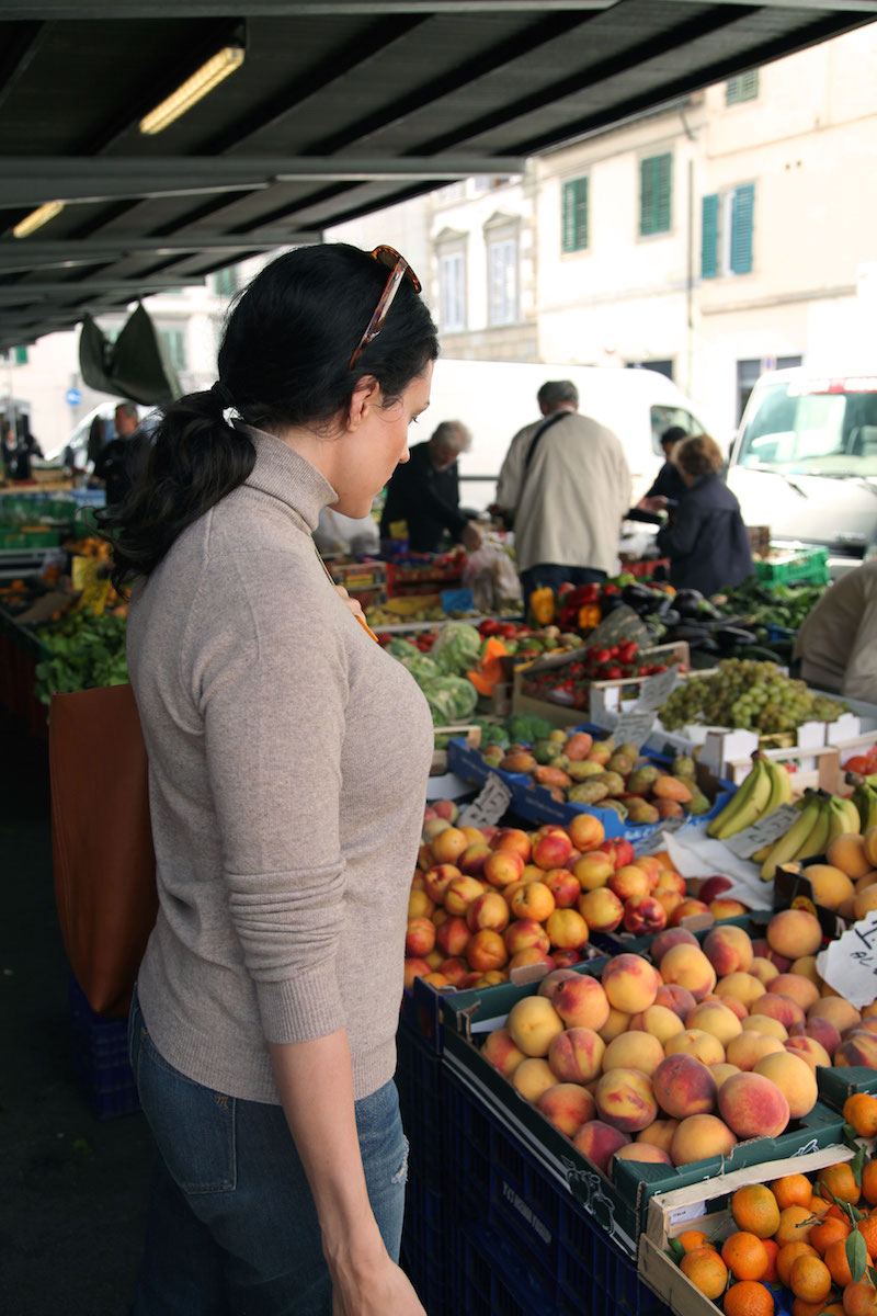 fresh-produce-at-Sant'Ambrogio-Market-in-Florence.jpg