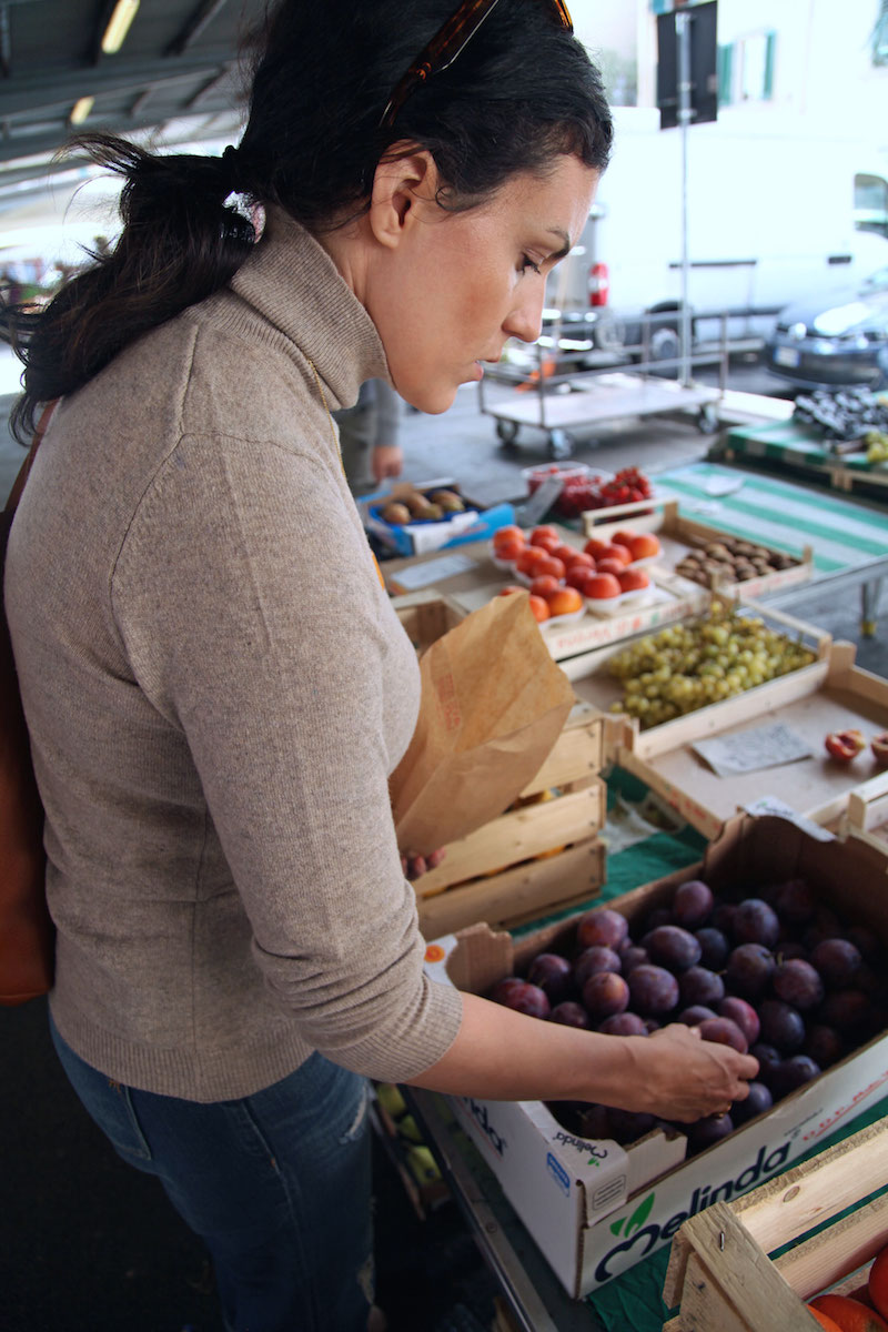 shopping-at-the-fresh-food-markets-in-Florence.jpg