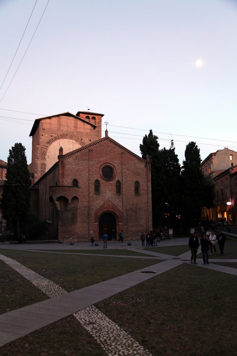 seven-churches-in-bologna-Italy.jpg