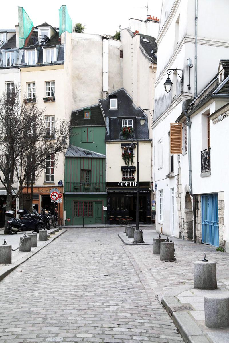 Odette-alley-in-Paris.jpg