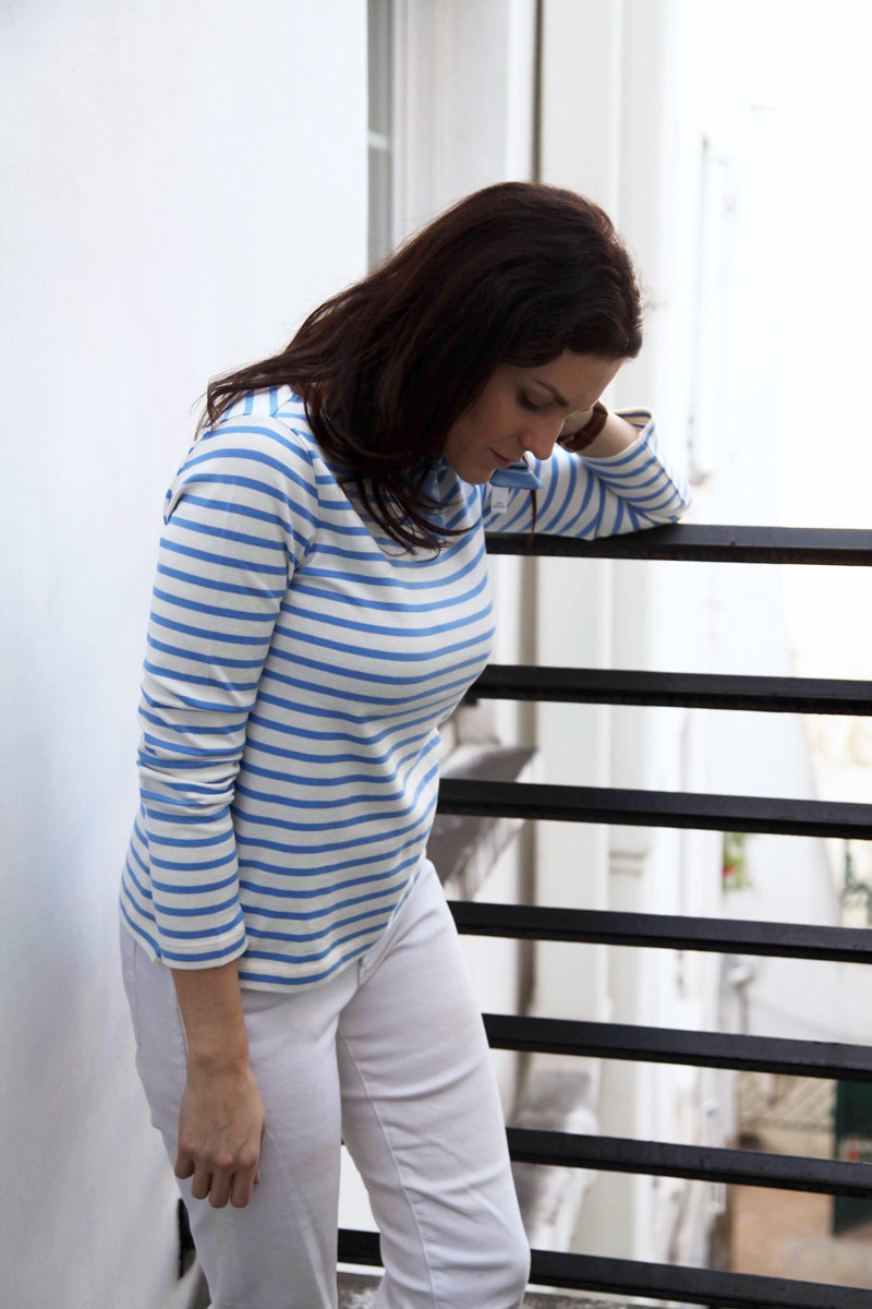 blue-striped-shirt-and-white-jeans.jpg
