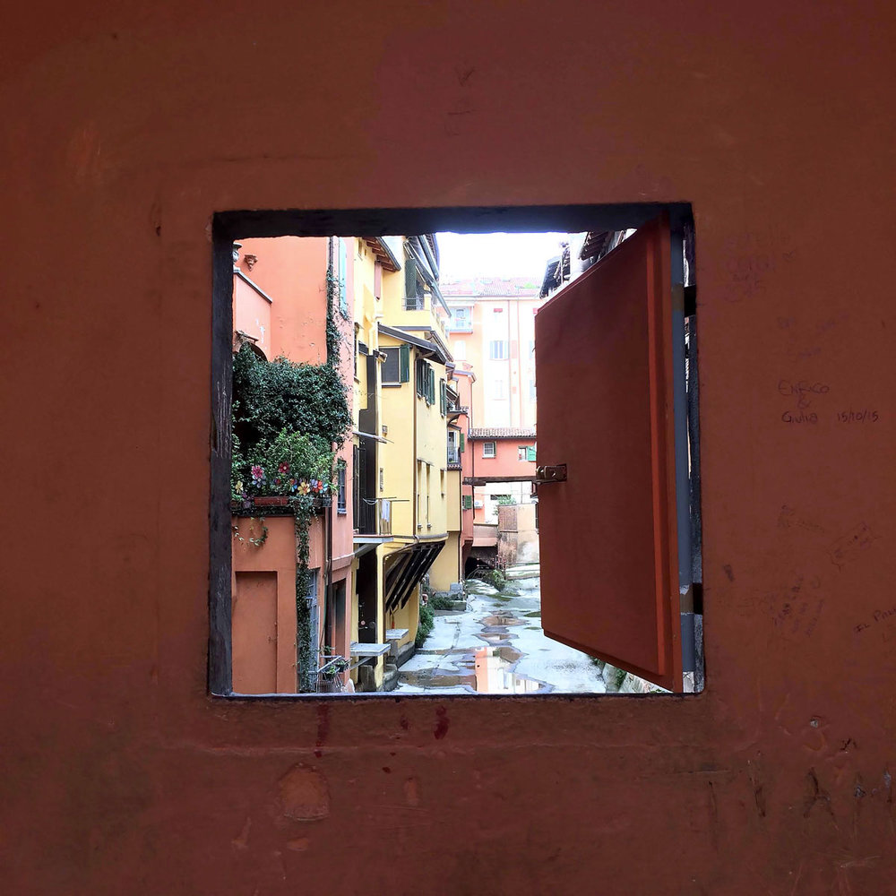 canal-in-Bologna.jpg