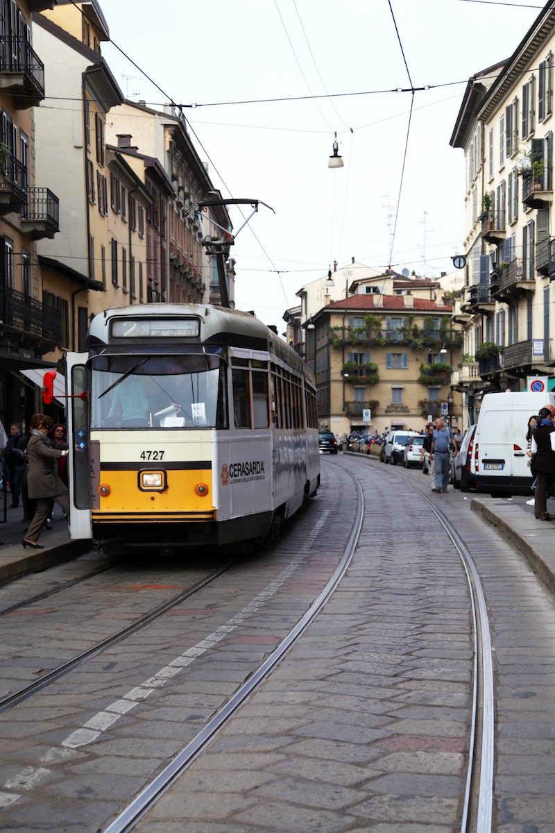 street-car-in-Milan.jpg