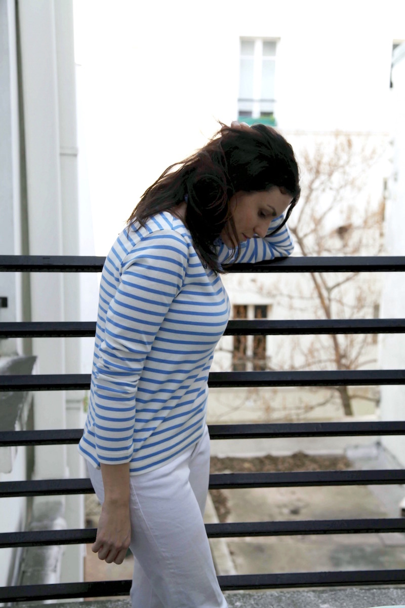 striped-shirt-white-jeans-Paris-style.jpg