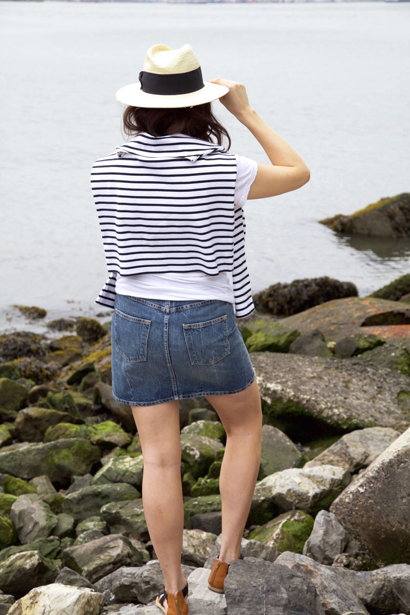denim-skirt-and-white-tee-12.jpg